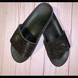 Women slides size 11